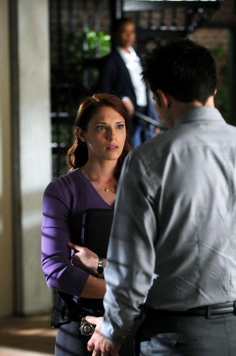 Werden von Special Agent Hightower vor die Wahl gestellt, entweder deren sexuelle Beziehung miteinander zu beenden, oder über eine Versetzung eines... - Bildquelle: Warner Bros. Television