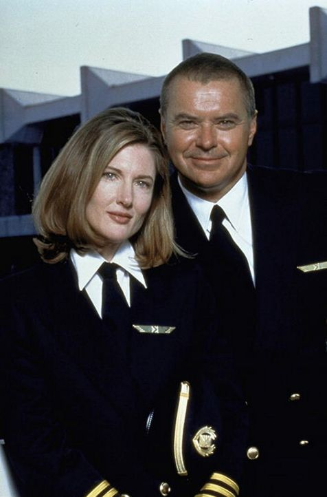 Obwohl Co-Pilotin Connie Phipps (Annette O'Toole, l.) und Capt. Lucky Singer (Robert Urich, r.) sich lieben , läßt sich Lucky noch Zeit mit dem He...