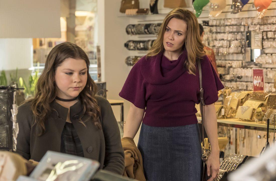 (v.l.n.r.) Kate Pearson (Hannah Zeile); Rebecca Pearson (Mandy Moore) - Bildquelle: Ron Batzdorff 2017-2018 NBCUniversal Media, LLC.  All rights reserved./Ron Batzdorff