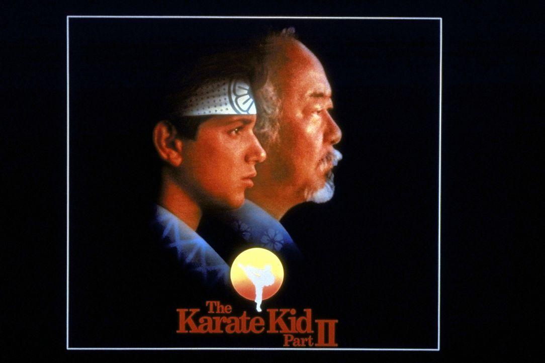 """Der Meister und sein Schüler: Karate-Lehrling Daniel (Ralph Macchio, l.) und sein Lehrer Miyagi (Noriyuki """"Pat"""" Morita, r.) ... - Bildquelle: Columbia Pictures"""