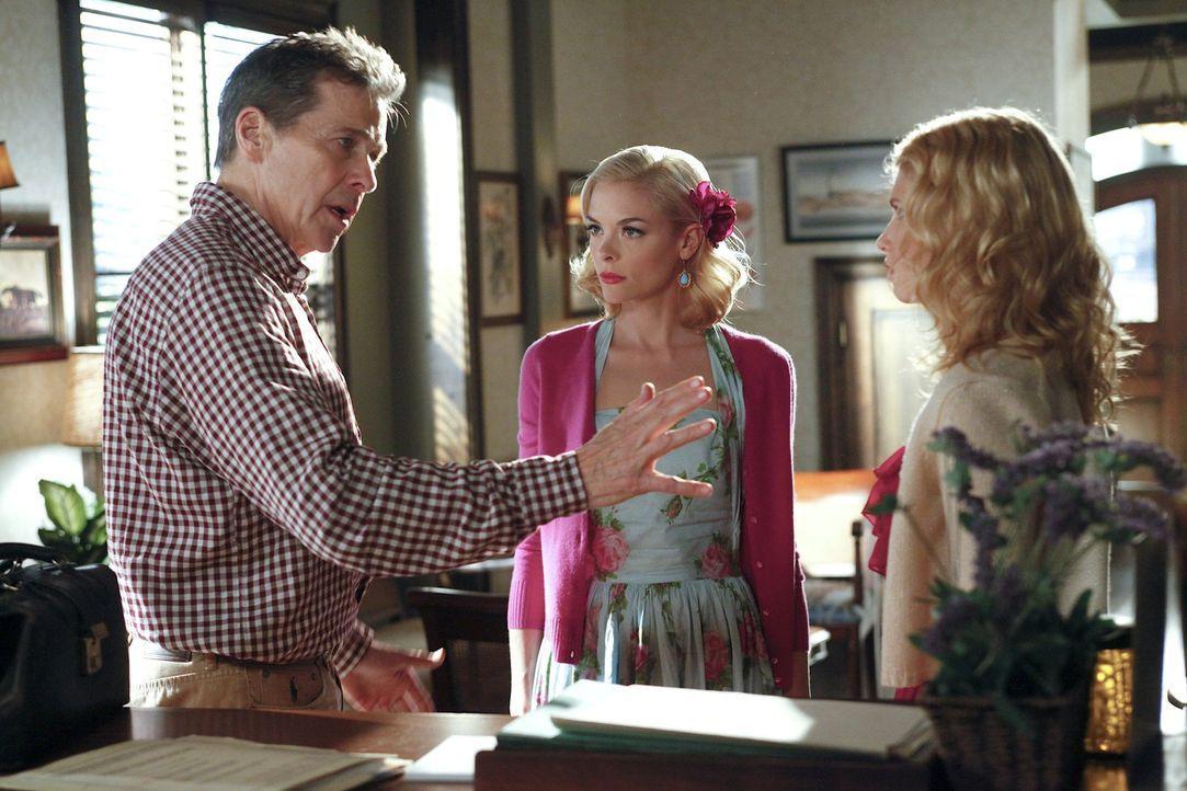 Als alleinerziehender Vater muss Brick (Tim Matheson, l.) seine Töchter Lemon (Jaime King, M.) und Magnolia (Claudia Lee, r.) unter Kontrolle haben,... - Bildquelle: Warner Bros.