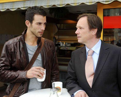Michael trifft sich mit Dr. Wendtland, der wegen des TV-Beitrags sehr beunruhigt ist ... - Bildquelle: Christoph Assmann - Sat1