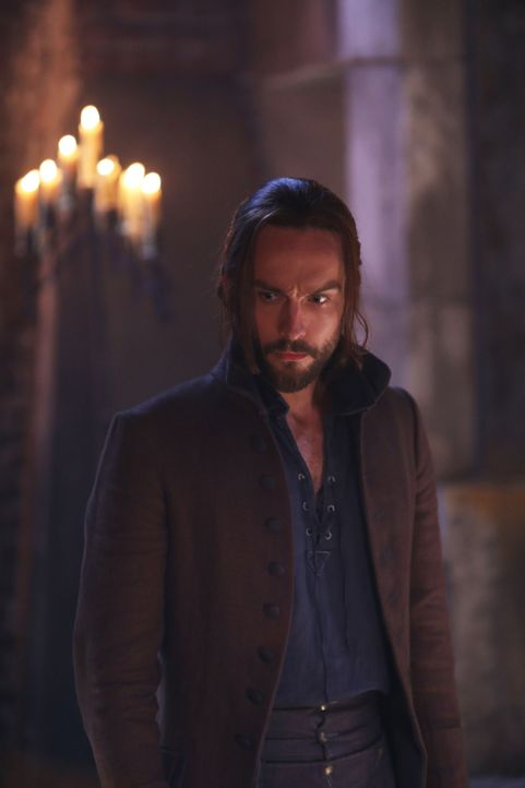 Ichabod (Tom Mison) vermutet, dass Joe etwas mit dem Monster im Wald zu tun hat. Wird er Recht behalten? - Bildquelle: 2014 Fox and its related entities. All rights reserved