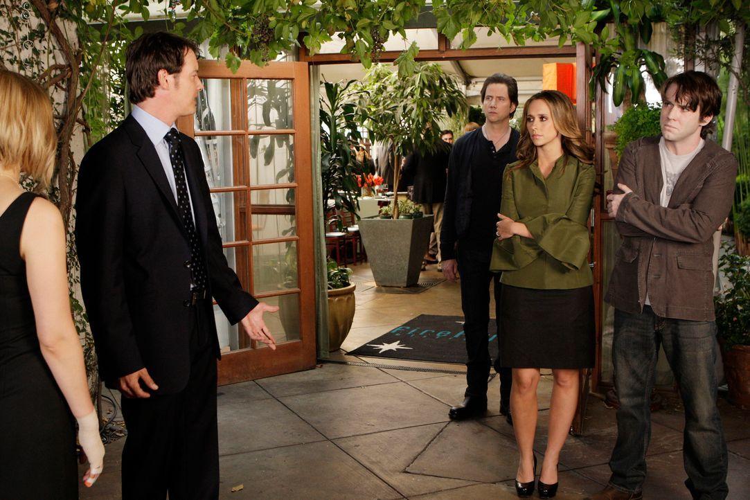 Melinda (Jennifer Love Hewitt, 2.v.r.) und Eli James (Jamie Kennedy, M.) vermitteln zwischen dem Geist von Lucas (Christian Campbell, r.) und seinen... - Bildquelle: ABC Studios