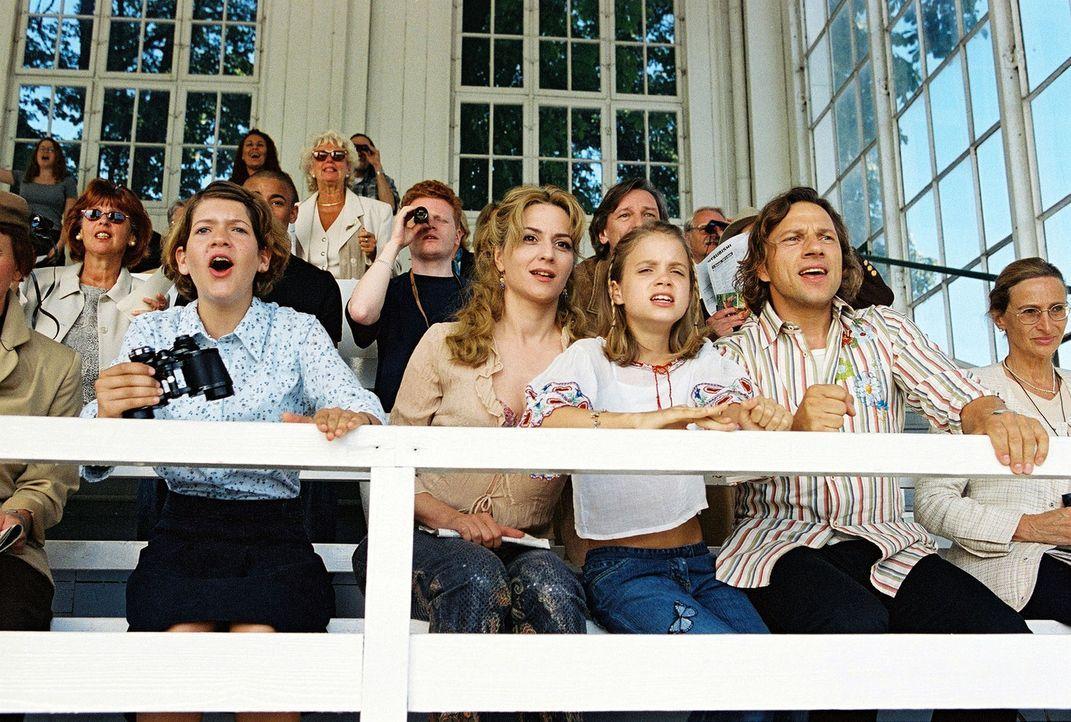 Paula (Martina Gedeck, 2.v.l.), Fidel (Anja Sommavilla, 2.v.l.) und Lisa (Sidonie von Krosigk, 3.v.r.) haben gemeinsam mit Max (Richy Müller, 2.v.r.... - Bildquelle: Erika Hauri Sat.1