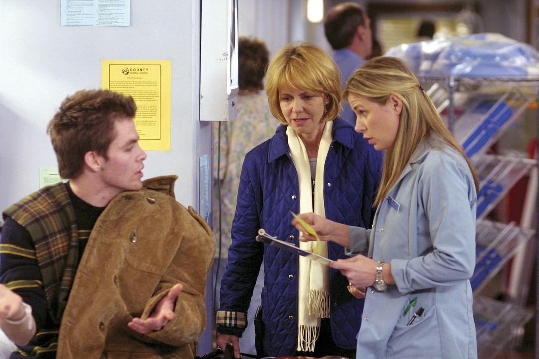 Durch das Verschwinden von Abbys Bruder Eric, kommen sich Abby (Maura Tierney, r.) und ihre Mutter Maggie (Sally Field, M.) wieder etwas näher ... - Bildquelle: TM+  2000 WARNER BROS.