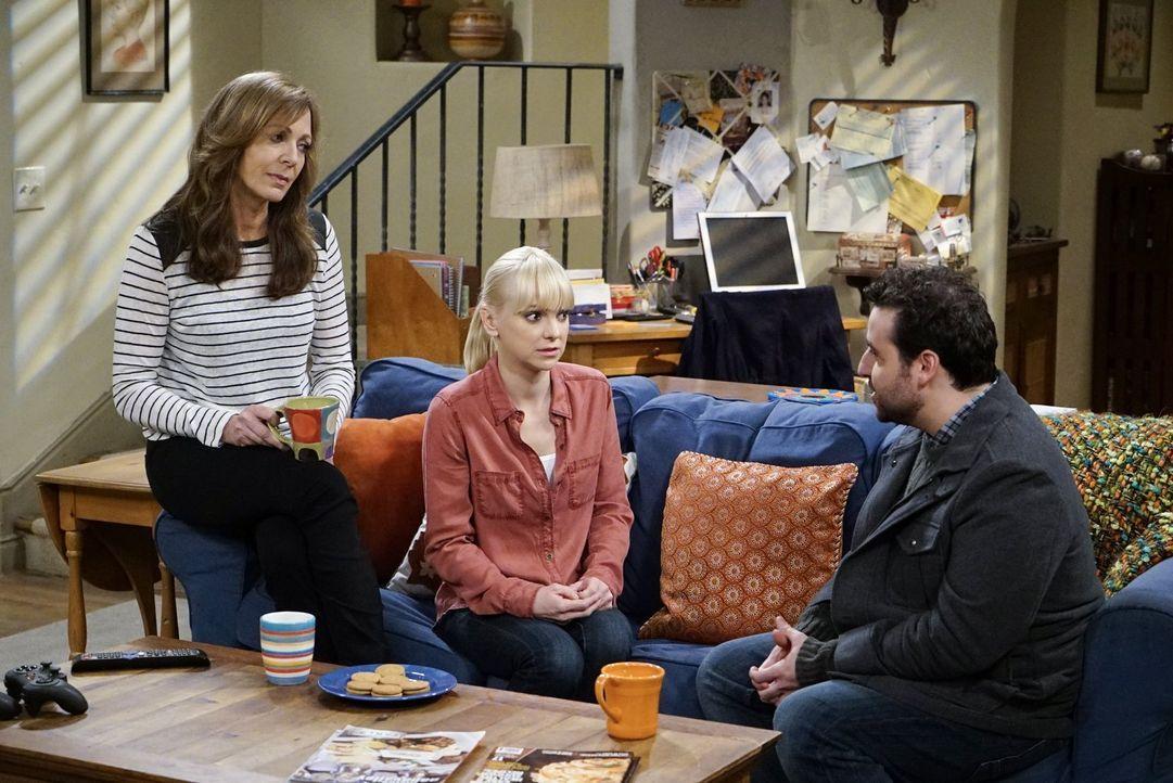 Das erste Gespräch mit Violets Freund Gregory (David Krumholtz, r.) könnte für Christy (Anna Faris, M.) und Bonnie (Allison Janney, l.) nicht unange... - Bildquelle: Warner Bros. Television