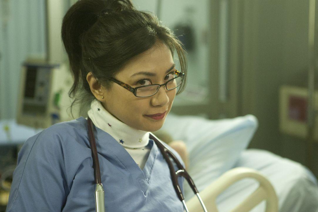 Robin (Liza Lapira) wusste es ja schon immer: Chloe ist eine wahre Berühmtheit ... - Bildquelle: 2012 American Broadcasting Companies. All rights reserved.