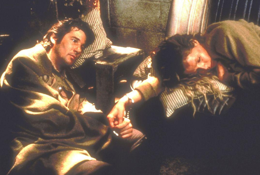 Eddie (Richard Gere, l.) fühlt sich zu seiner Gefangenen, der schönen Michel (Kim Basinger, r.), hingezogen ... - Bildquelle: TriStar Pictures