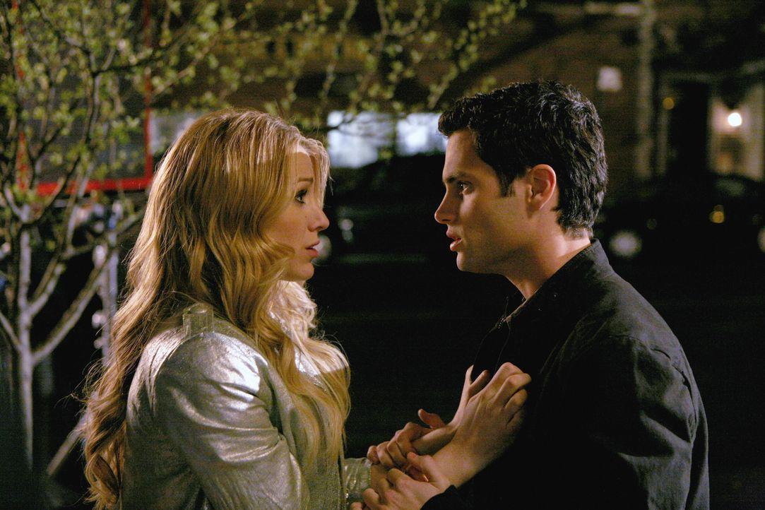 Dan (Penn Badgley, r.) kann Serena (Blake Lively, l.) nicht mehr vertrauen - was verschweigt sie? - Bildquelle: Warner Bros. Television