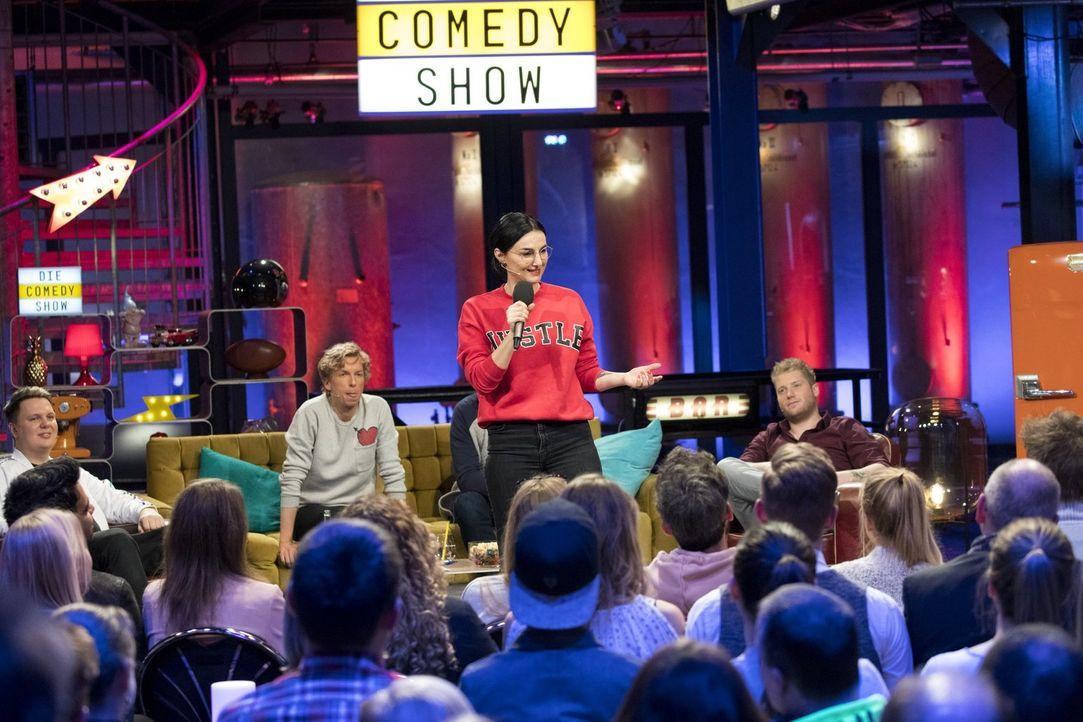 Mimi Fiedler gibt sich alle Mühe, das Publikum davon zu überzeugen, dass ihre Story wahr ist, aber ist sie das wirklich? - Bildquelle: Benedikt Müller ProSieben