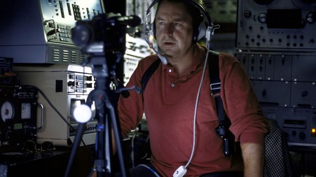 Jockel (Martin Semmelrogge) wird im Computernetz fündig ... © T. Landgräber P...