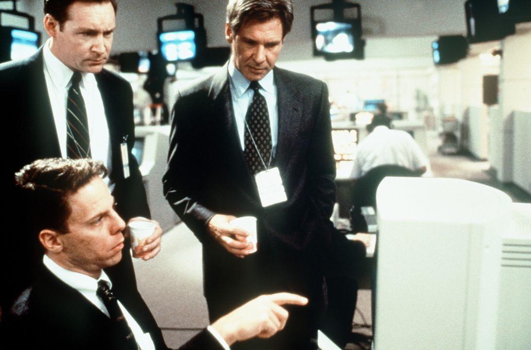 Jeder ist für Ryan (Harrison Ford, r.) und seine Leuten verdächtig ... - Bildquelle: Paramount Pictures