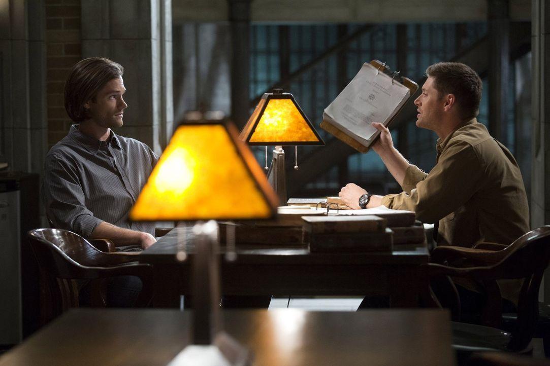 Ihr neuster Fall entwickelt sich anders als geplant. Schließlich finden sich Sam (Jared Padalecki, l.) und Dean (Jensen Ackles, r.) in einer beinahe... - Bildquelle: 2016 Warner Brothers