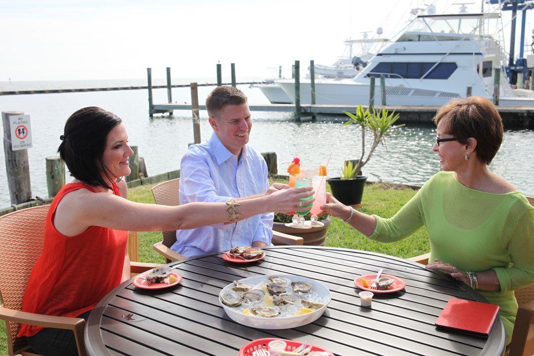 Wird Immobilienmaklerin Margaret Goolsbee (r.) das richtige Strandhaus für Kathleen (l.) und Wayne (M.) finden? - Bildquelle: 2014,HGTV/Scripps Networks, LLC. All Rights Reserved