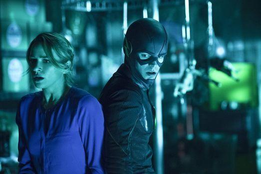 The Flash - Als Barry (Grant Gustin, r.) bewusst wird, dass er für Patty (Sha...