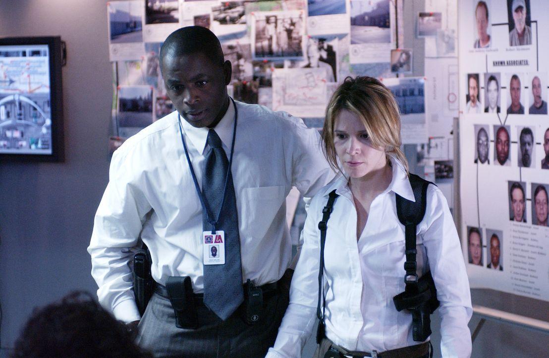 Mit Hilfe von Charlie erhoffen sich Don, Terry (Sabrina Lloyd, r.) und David (Alimi Ballard, l.), eine Bande von Bankräubern stellen zu können ... - Bildquelle: Paramount Network Television