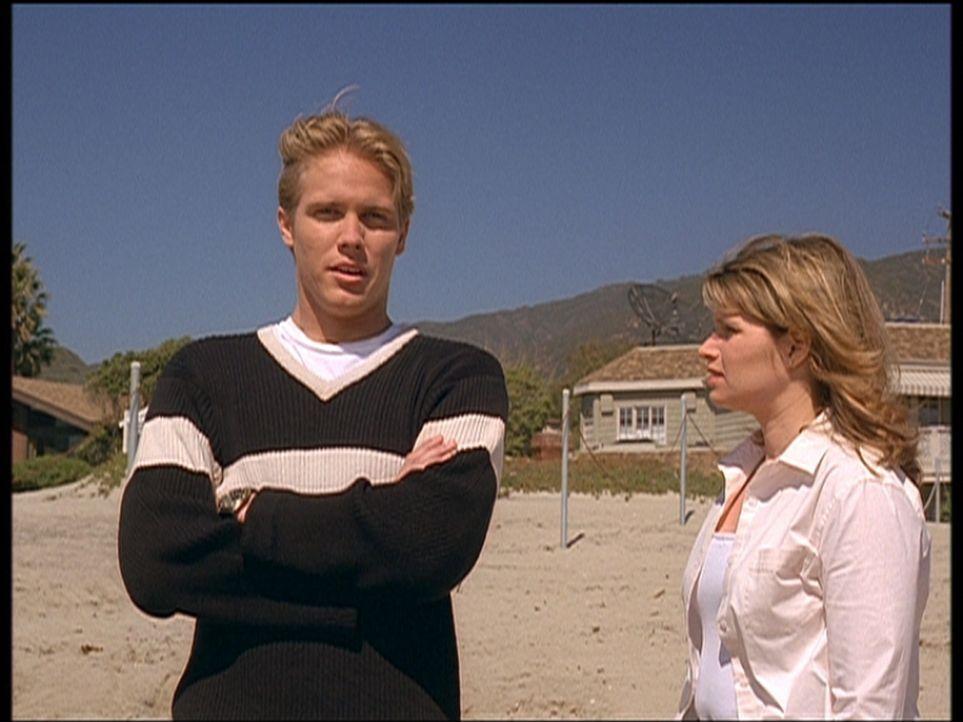 Alex (Shane Van Dyke, l.) stellt Amy (Ari Meyers, r.) zur Rede, die ihm lauter Lügen über ihre Vergangenheit erzählt hat. - Bildquelle: Viacom