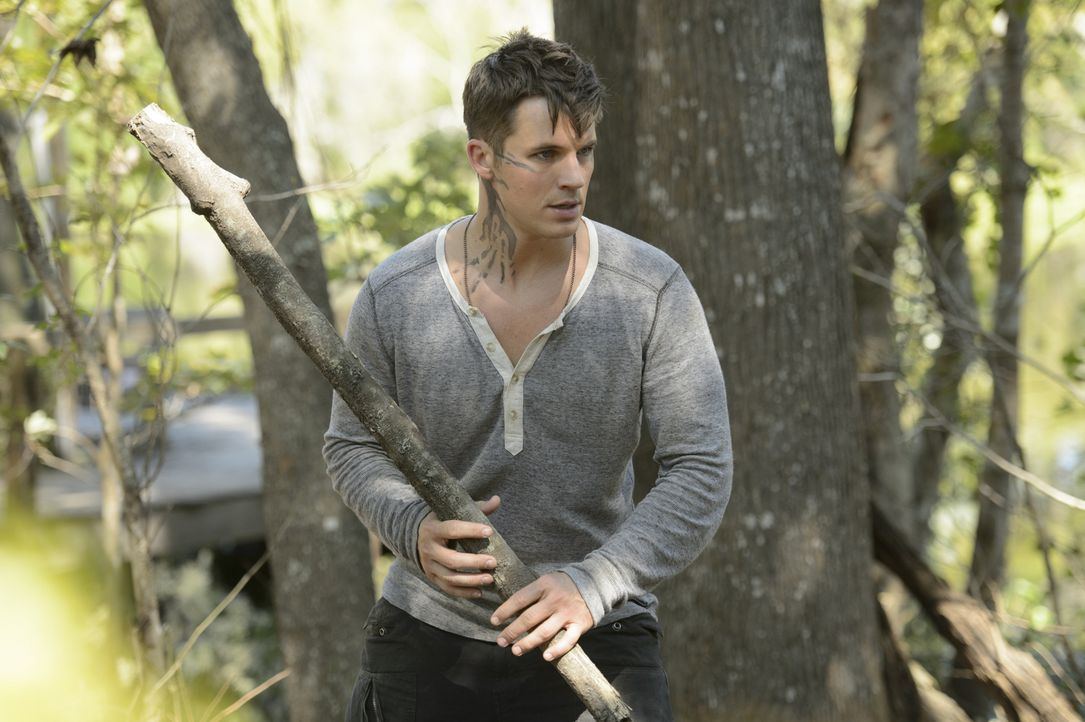 Während Roman (Matt Lanter) das Black Cypher zerstören will, besucht Grayson seine Mutter im Gefängnis und erhält eine Information, die in seinen Ge... - Bildquelle: 2014 The CW Network, LLC. All rights reserved.