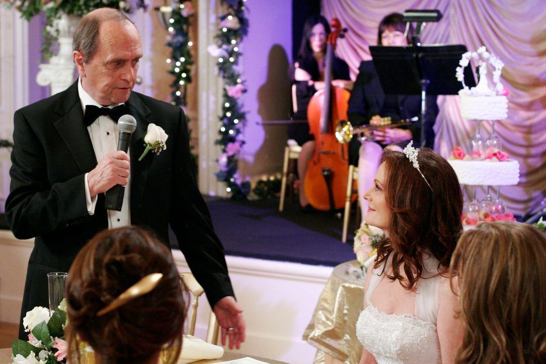Morty (Bob Newhart, l.) und Sophie (Lesley Ann Warren, r.) heiraten, doch auf der Hochzeitsfeier läuft nicht alles so, wie sie es sich vorstellen ... - Bildquelle: 2005 Touchstone Television  All Rights Reserved