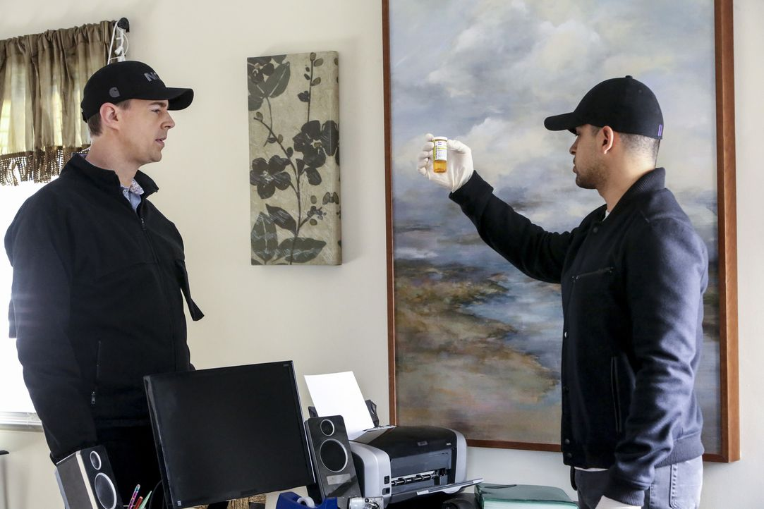 NCIS Special Agent Timothy McGee (Sean Murray, l.) und Nick Torres (Wilmer Valderrama, r.) bei der Spurensicherung. Werden sie hier den entscheidend... - Bildquelle: Patrick McElhenney 2016 CBS Broadcasting, Inc. All Rights Reserved