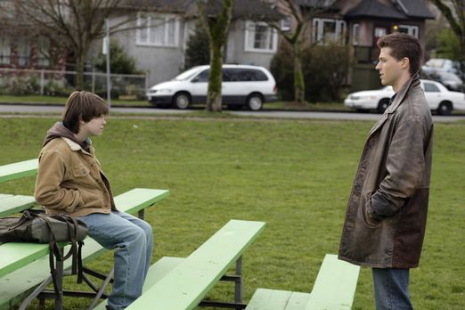 Supernatural - Ein rätselhafter Mord führt Sam (Colin Ford, l.) und Dean (Bro...