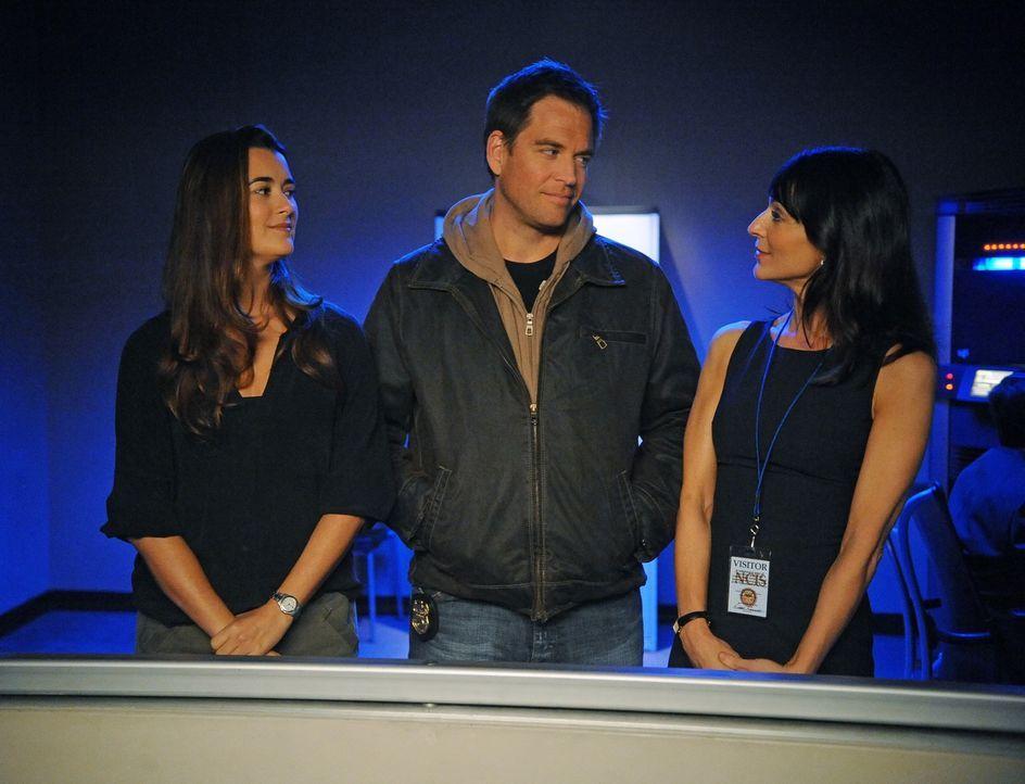 Während den Ermittlungen in einem neuen Fall, bekommen es Tony (Michael Weatherly, M.) und Ziva (Cote de Pablo, l.) mit Tonys  Ex-Verlobte und Journ... - Bildquelle: 2012 CBS Broadcasting Inc. All Rights Reserved.