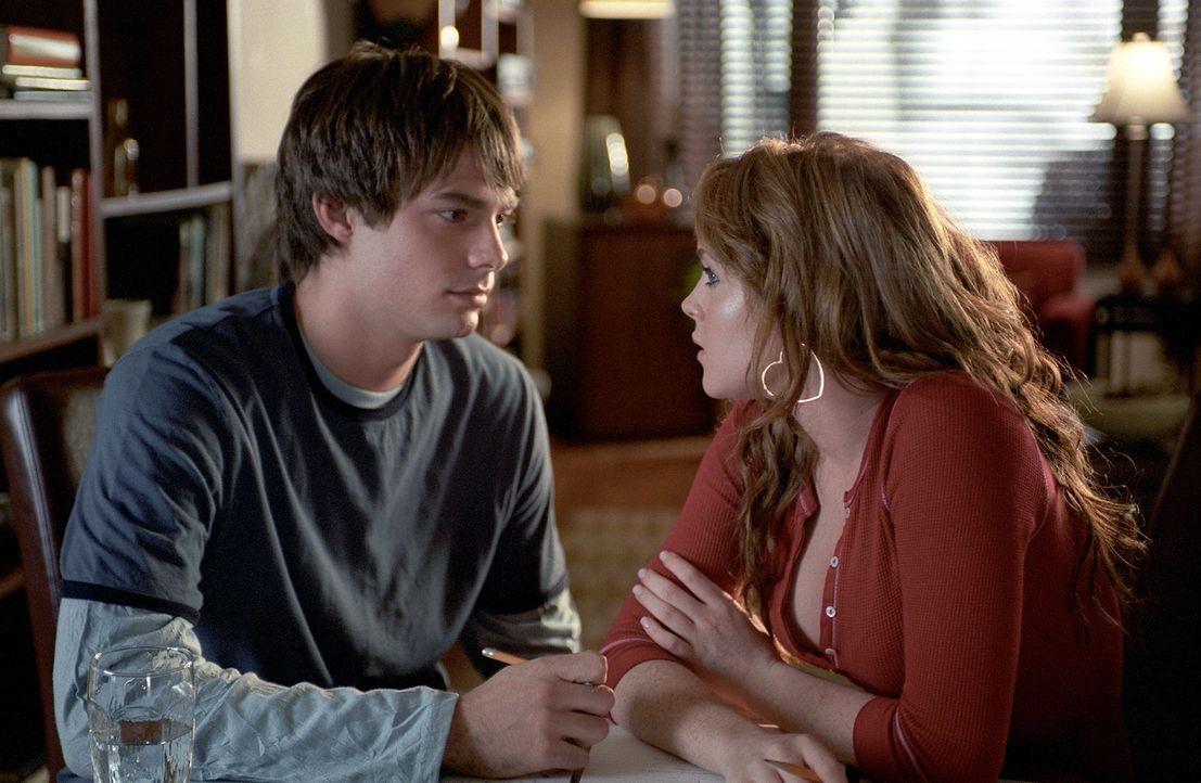 Dummerweise verguckt sich Cady (Lindsey Lohan, r.) ausgerechnet in Reginas Ex-Freund Aaron Samuels (Jonathan Bennett, l.). Als Regina dahinterkommt,... - Bildquelle: Paramount Pictures