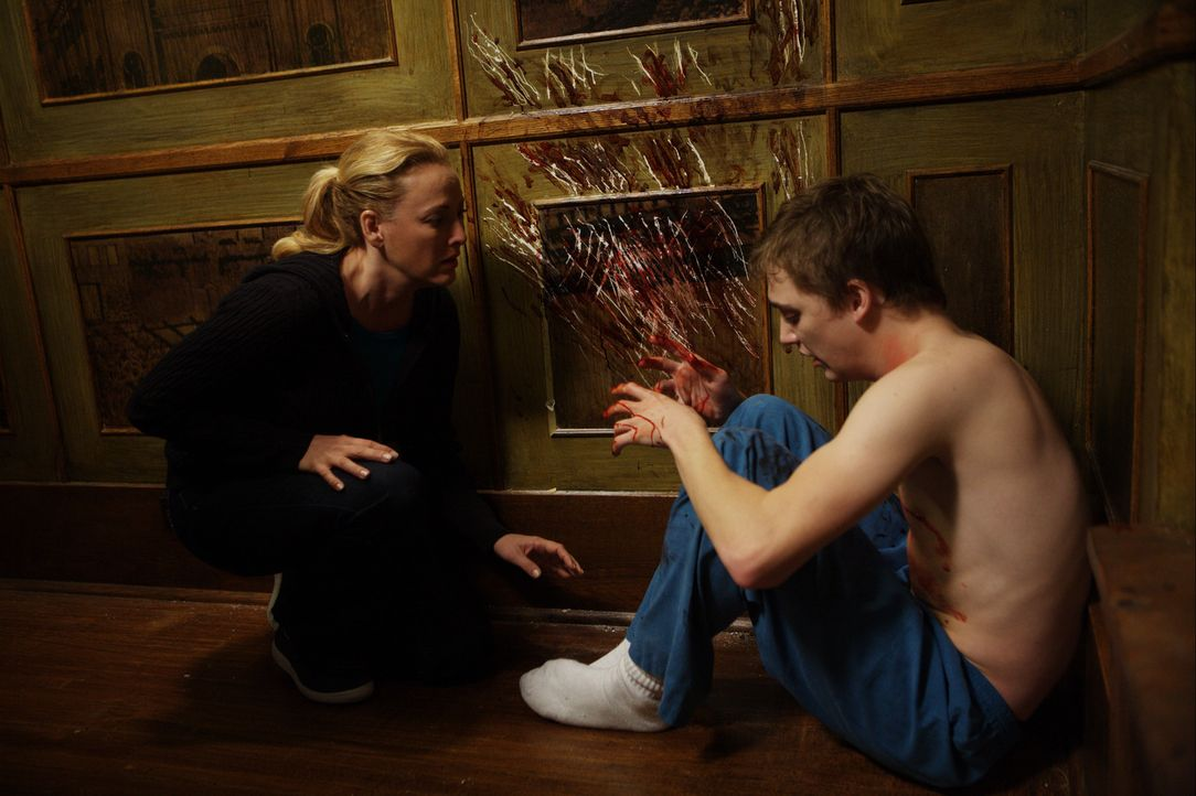 Um ihrem an Krebs erkrankten Sohn (Kyle Gallner) die langen Autofahrten in die Klinik zu ersparen, mietet Sara Campbell (Virginia Madsen) ein Haus n... - Bildquelle: Falcom Media