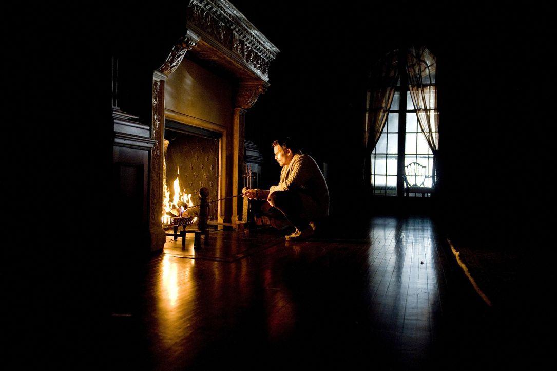 Nach all den Geschehnissen sieht Ellison (Ethan Hawke) nur eine Lösung: Er muss alles, was mit den seltsamen Ereignissen im Haus und den mörderische... - Bildquelle: Phillip Caruso 2011 GAME CHANGE