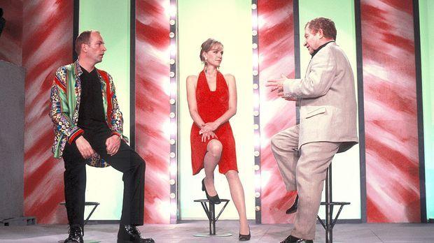 Nur widerwillig lässt sich Louisa (Claudia Messner, M.) von dem Showmaster (M...