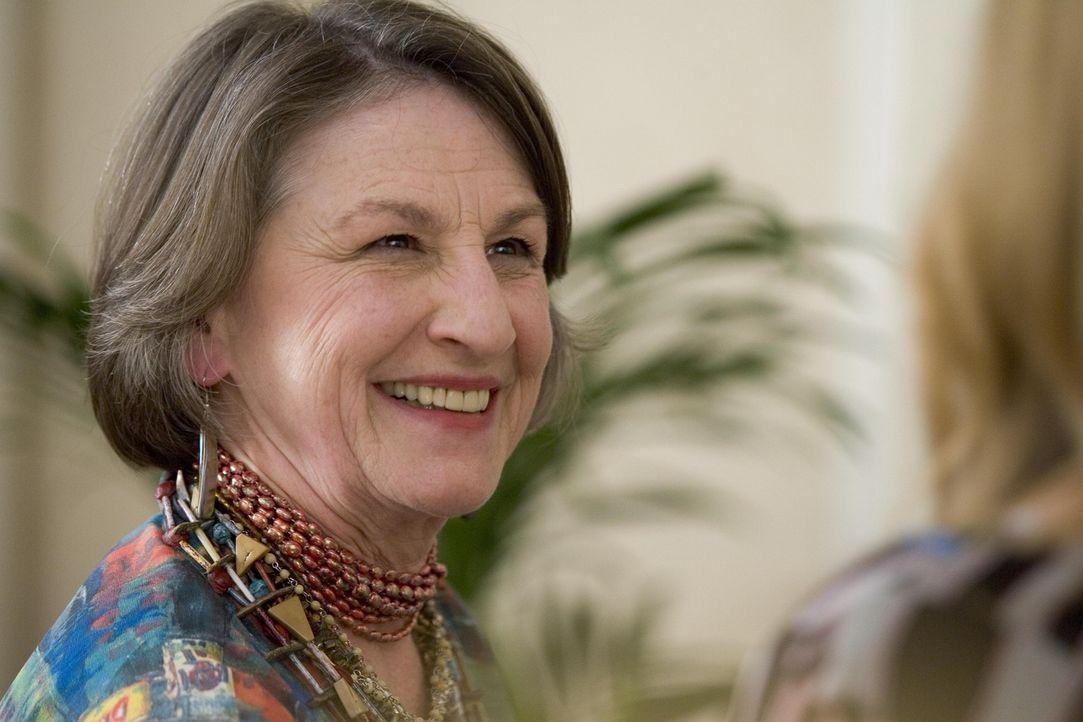 Heilerin Alma (Lorna Raver) versucht Alles um Celia vom Krebs zu befreien ... - Bildquelle: Lions Gate Television
