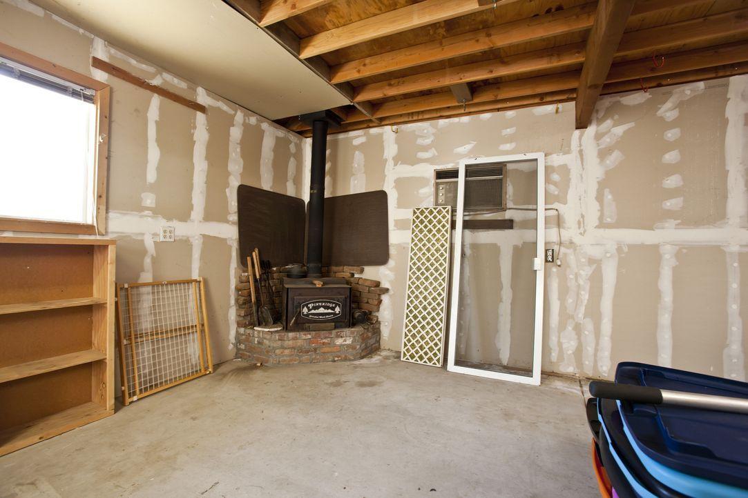 Kaum vorstellbar, dass hier ein luxuriöses Gästehaus mit eigens angefertigten Möbeln entstehen soll ... - Bildquelle: Martin Klimek 2013,DIY Network/Scripps Networks, LLC. All Rights Reserved / Getty Images