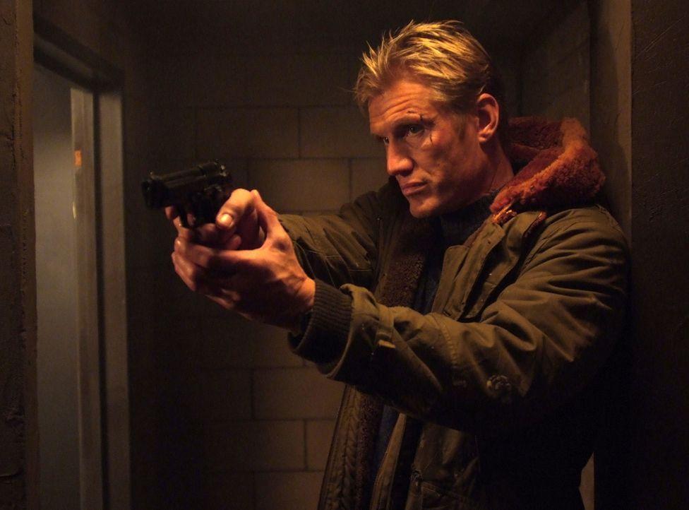 Mike (Dolph Lundgren) schlägt gnadenlos zurück ... - Bildquelle: Nu Image
