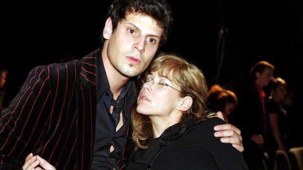 Nach dem Kuss von David fällt Lisa (Alexandra Neldel, r.) ohnmächtig in Rokko...