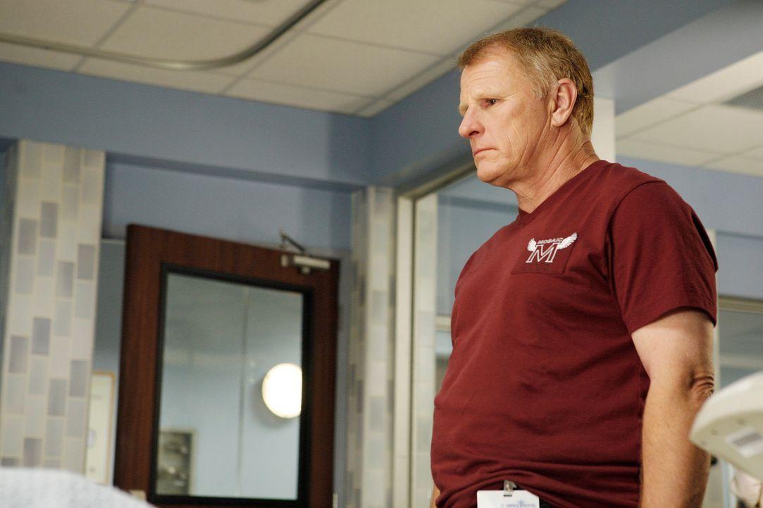 Pete stellt Nicoles Trainer (Gordon Clapp) zur Rede, der ihr die Medikamente besorgt zu haben scheint und nur an ihre Karriere denkt. Daraufhin wird... - Bildquelle: 2007 American Broadcasting Companies, Inc. All rights reserved.