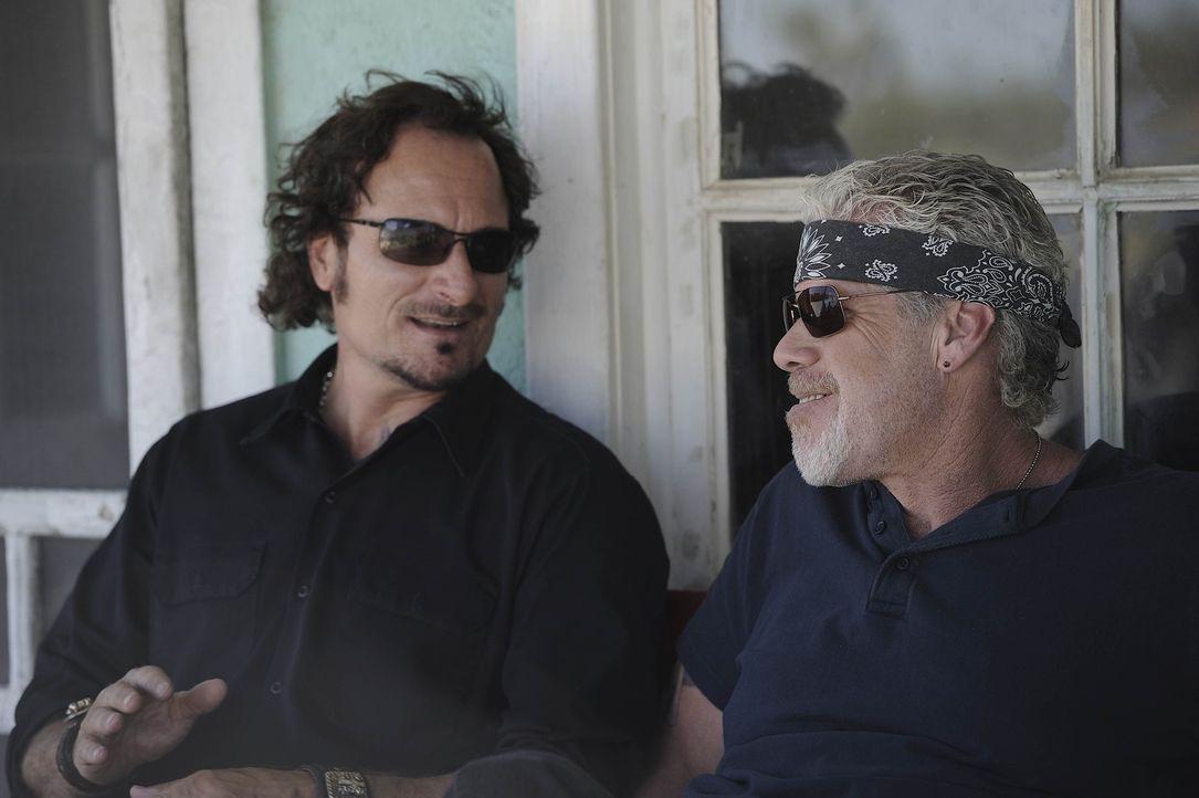 Können Tig (Kim Coates, l.) und Clay (Ron Perlman, r.)die SAMTAZ wieder auf den richtigen Weg führen? - Bildquelle: 2011 Twentieth Century Fox Film Corporation and Bluebush Productions, LLC. All rights reserved.