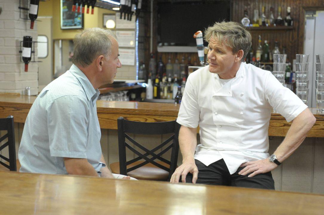"""Das Testessen im """"Mill Street Bistro"""" in Norwalk, Ohio fällt bei Gordon Ramsey (r.) komplett durch ... Liegt es daran, dass Besitzer Joe Nagy (l.) d... - Bildquelle: Jeff Neira FOX"""