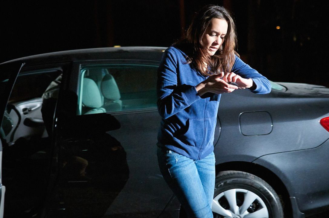 Verzweifelt versucht Amy, zu entkommen und die Polizei zu verständigen ... - Bildquelle: Steven Lungley Cineflix 2014