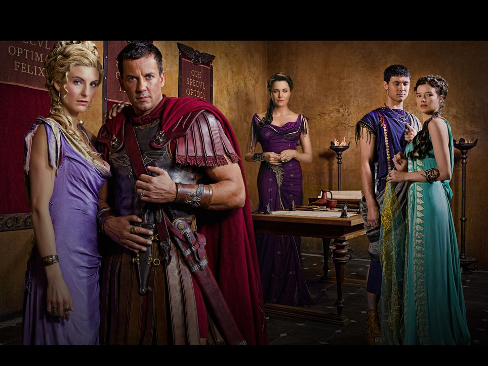 Machtbesessen: (v.l.n.r.) Ilithyia (Viva Bianca), Gaius Claudius Glaber (Craig Parker), Lucretia (Lucy Lawless) und die Geschwister Seppius (Tom Hob... - Bildquelle: 2011 Starz Entertainment, LLC. All rights reserved.