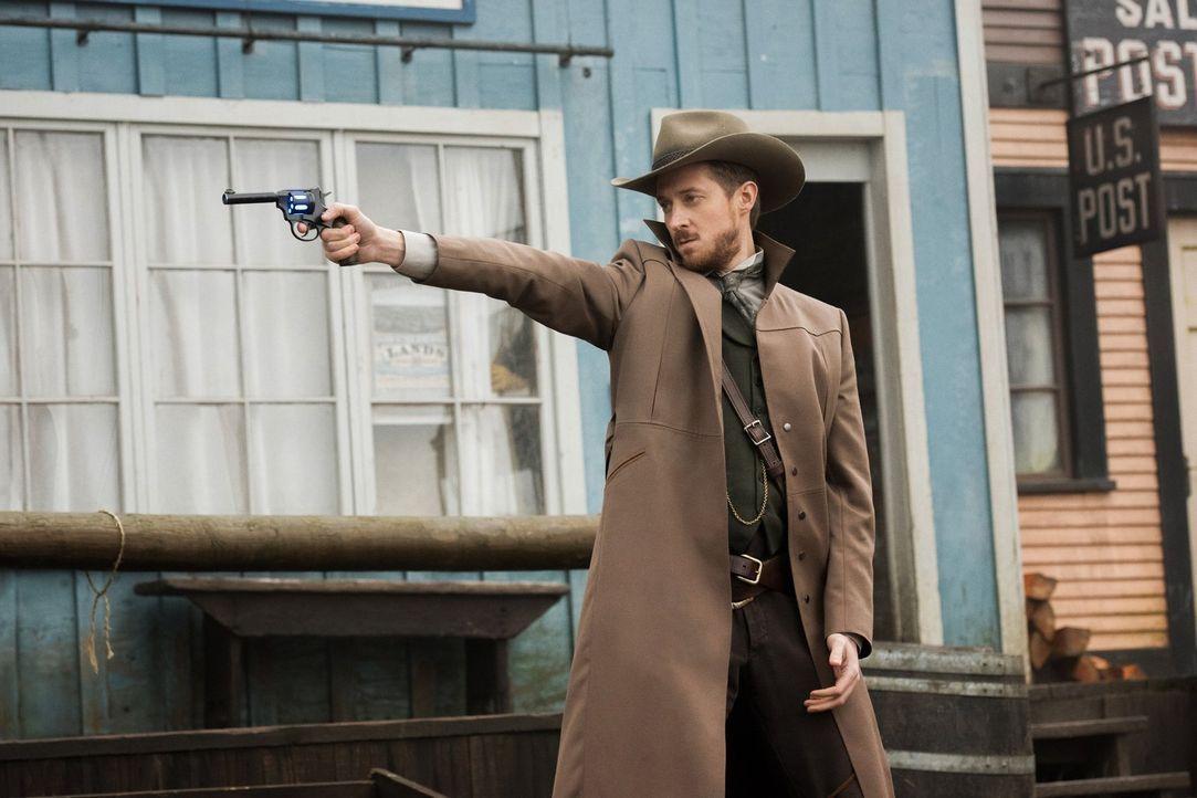 Rip (Arthur Darvill) lässt sich auf einen Deal ein, obwohl er schlechte Erinnerungen daran hat, als er das letzte Mal im Wilden Westen den Helden sp... - Bildquelle: 2015 Warner Bros.
