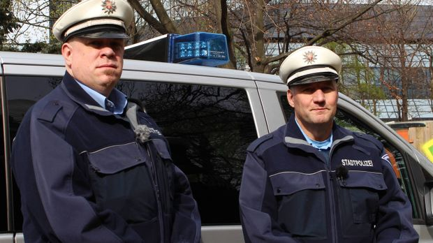 Mein Revier - Ordnungshüter räumen auf: Manuel Seyfried (l.) und Christian Py...