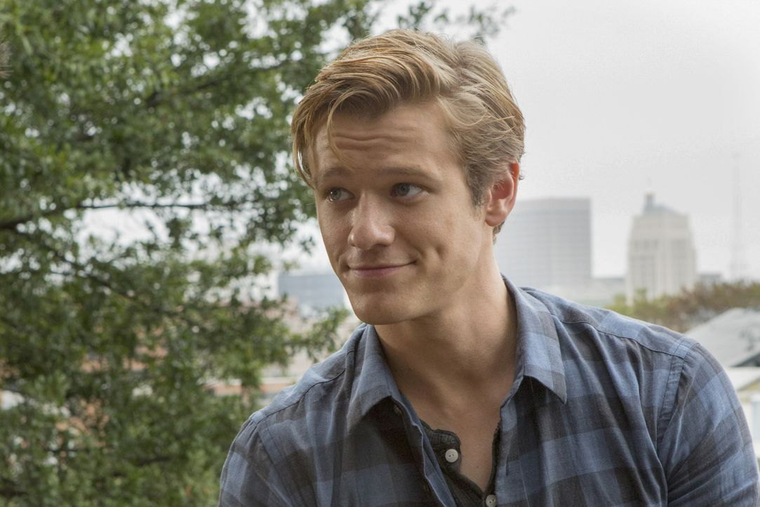 Als eine Gruppe von Studenten mit einem Forschungsschiff im arktischen Ozean festsitzt, ist MacGyvers (Lucas Till) Hilfe via Video Chat gefragt ... - Bildquelle: Kim Simms Kim Simms/CBS   2017 CBS Broadcasting, Inc. All Rights Reserved.