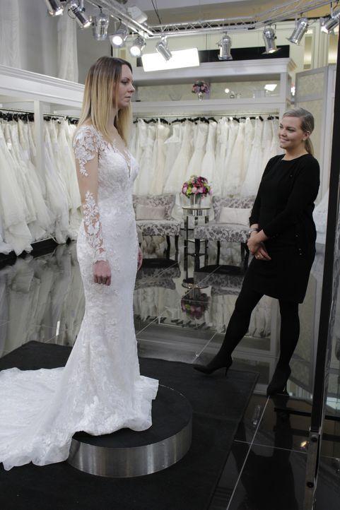 Melanie hat genaue Vorstellungen von ihrem Hochzeitskleid. Sie hat gleich me... - Bildquelle: TLC & Discovery Communications