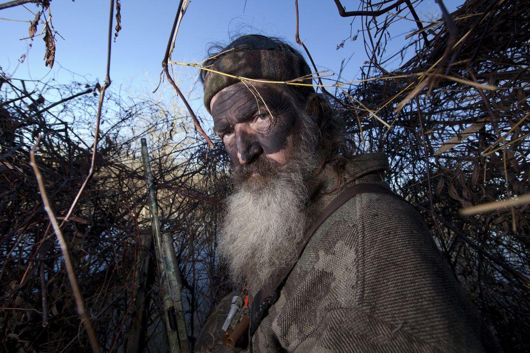 Von der Idee seiner Jagdkumpanen, den Bienenstock zu entwenden, ist der erfahrene Phil (Phil Robertson) wenig begeistert ... - Bildquelle: Zach Dilgard 2012 A+E Networks