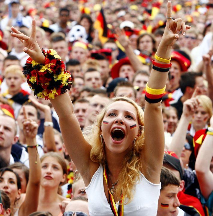 Fußball-Fans-Deutschland-5 - Bildquelle: dpa