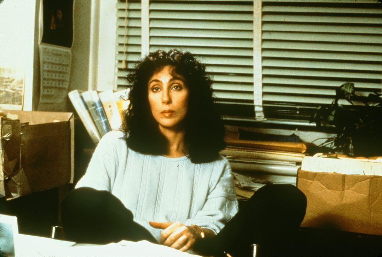 Die Pflichtverteidigerin Kathleen (Cher) ist völlig überarbeitet und zu allem Übel verliebt sie sich in einen der Geschworenen ... - Bildquelle: TriStar Pictures