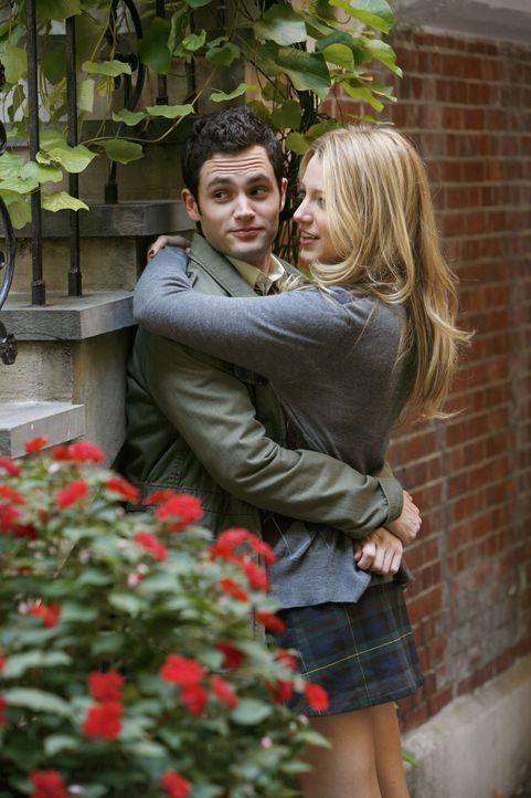 Dan (Penn Badgley, l.) und Serena (Blake Lively, r.) gestehen sich endlich ihre Gefühle füreinander ein ... - Bildquelle: Warner Brothers