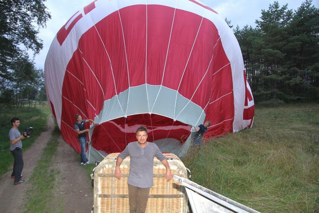 Um einen Blick auf Litauen aus der Vogelperspektive zu bekommen, gönnt sich Jack Maxwell (Bild) eine Ballon-Fahrt mit Kumpel Vince, der ihn währendd... - Bildquelle: 2014, The Travel Channel, L.L.C. All Rights Reserved.