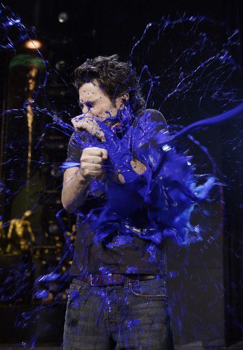 Auf der Bühne wird J.D. (Zach Braff) blau ... - Bildquelle: Touchstone Television
